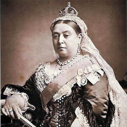 http://charmchatter.com/wp-content/uploads/2010/10/Queen-Victoria.jpg